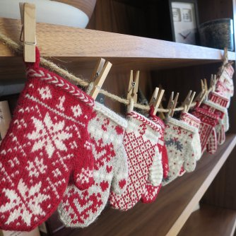 Mitten Garland Advent Calendar. Photo credit: Kathy Lewinski
